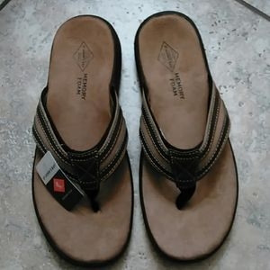 NEW IN BOX Mens Size 11 Flip Flop Sandals Penney's